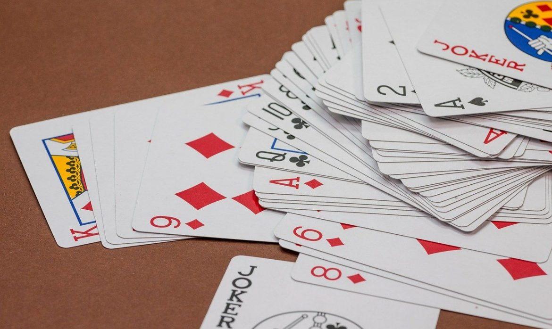 Comment jouer à un jeu de rami en ligne?